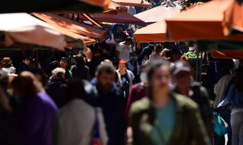 Κορονοϊός: Ποια καραντίνα; Χάος και απίστευτος κόσμος σε λαϊκή αγορά του Παλαιού Φαλήρου