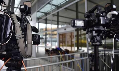 Κορονοϊός: Δύσκολες ώρες για γνωστή δημοσιογράφο - Σε κώμα ο σύζυγός της (pics)