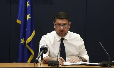 Κορονοϊός: Οργή Χαρδαλιά για την κριτική στους χειρισμούς στην κλινική «Ταξιάρχαι»