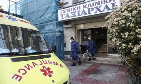 Κορονοϊός: Θρίλερ με την κλινική «Ταξιάρχαι» - Γιατρός που εντοπίστηκε θετικός συνεχίζει τα ιατρεία