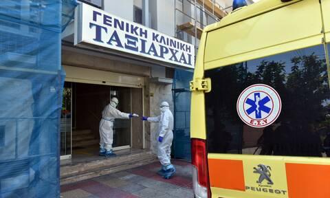 Κορονοϊός –Κόρη ασθενούς από την κλινική Ταξιάρχαι: Τον συνόδευσα στο νοσοκομείο χωρίς ειδική στολή