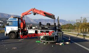 Σοκαριστικό τροχαίο στην Αθηνών – Κορίνθου - Αναποδογύρισε φορτηγάκι (pics - vid)