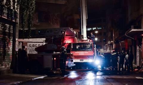 Φωτιά τώρα: Στις φλόγες διαμέρισμα στο Περιστέρι