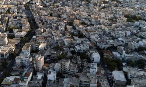 Μπάκας στο Newsbomb.gr: «Πόσο και πού θα μειωθούν οι τιμές στα ακίνητα»