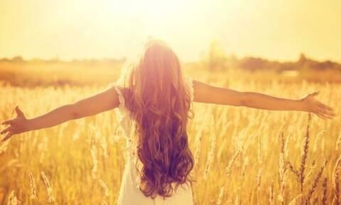 Ηλιακή ακτινοβολία και βιταμίνη D κατά του κορονοϊού; Τι λένε οι ειδικοί...