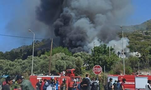 Σάμος: «Πόλεμος» μεταξύ μεταναστών στο ΚΥΤ - Πυρκαγιά στη δομή (pics&vids)