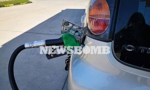 «Αυτοψία Newsbomb.gr στα πρατήρια: «Βυθίζονται» πετρέλαιο και βενζίνη – Πού κυμαίνονται οι τιμές