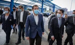 Κορονοϊός: Ο Αλέξης Τσίπρας κρούει τον κώδωνα του κινδύνου για το άνοιγμα όλων των σχολείων