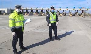 Κορονοϊός: Πρωτομαγιά με αστυνομικούς στους δρόμους, μπλόκα και τσουχτερά πρόστιμα