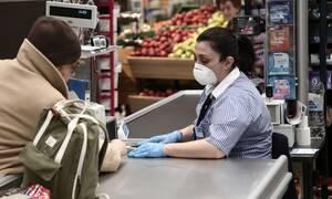 Άρση μέτρων: Υποχρεωτική η χρήση μάσκας σε ΜΜΜ, ταξί, νοσοκομεία και κλειστούς χώρους