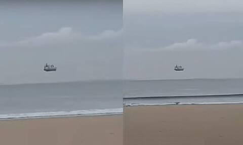 Απίστευτες εικόνες! Πλοίο «πετάει» στον ωκεανό - Το τρομερό φαινόμενο (vid)