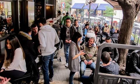 Άρση μέτρων: Πότε ανοίγουν καφετέριες, μπαρ και εστιατόρια