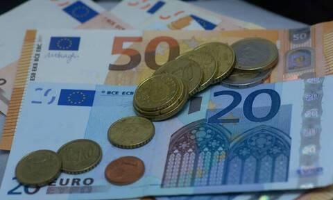 Κορονοϊός: Τη μείωση της προκαταβολής φόρου εξετάζει η κυβέρνηση