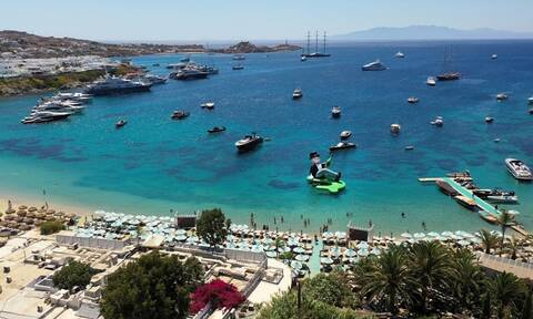 The Sun: Οι Βρετανοί είναι ευπρόσδεκτοι στην Ελλάδα για τις καλοκαιρινές διακοπές