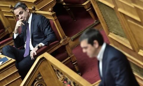 Μετωπική Μητσοτάκη – Τσίπρα στη Βουλή με φόντο τον κορονοϊό