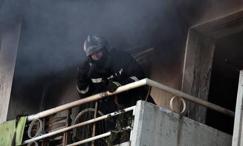 Πειραιάς: Υπό έλεγχο η φωτιά που ξέσπασε σε διαμέρισμα