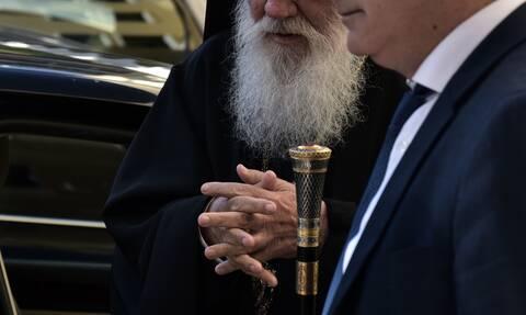 Κορονοϊός - Πρωτοφανείς εικόνες στην Ιερά Σύνοδο: Θερμομέτρηση και απολυμαντικά για τους ιεράρχες