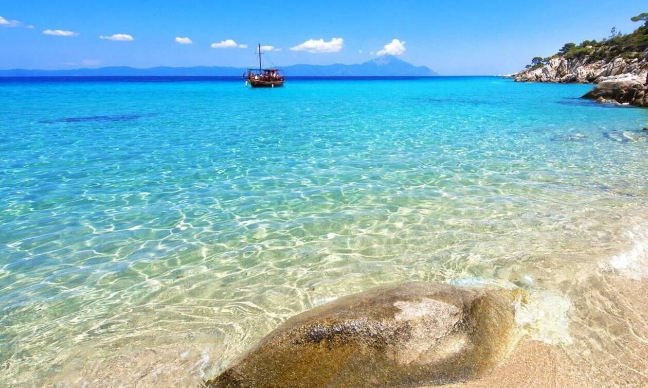 Έρευνα ΠΑΜΑΚ: 20% περισσότεροι Έλληνες δηλώνουν πρόθυμοι να πάνε διακοπές αν δοθεί voucher