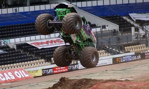 Τρομακτική… πτήση ενός monster truck και ανώμαλη προσγείωση! (vid)