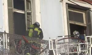 Μεγάλη φωτιά σε κτήριο στο κέντρο της Αθήνας - Απεγκλωβίστηκαν δύο άτομα