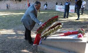 Πρωτομαγιά: Ο Κουτσούμπας κατέθεσε στεφάνι στο Σκοπευτήριο της Καισαριανής