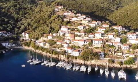 Το μικρό χωριό της Ιθάκης που έμεινε ο Καραϊσκάκης πριν την Επανάσταση (vid)