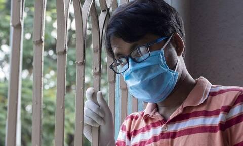 Θαμπώνουν τα γυαλιά σας όταν φοράτε μάσκα; Όχι πλέον... (vid)