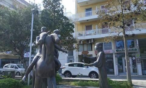 Κορονοϊός - Ηράκλειο: Φόρεσαν μάσκες σε αγάλματα στο κέντρο της πόλης! (pics)