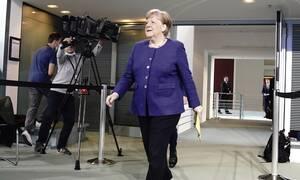 Κορονοϊός: Γιατί η Μέρκελ πήρε πίσω την απόφαση για το άνοιγμα των σχολείων - Ο ρόλος του δείκτη R0