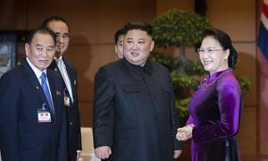 Διεθνή Μέσα: Ο Κιμ Γιονγκ Ουν ζει! Έκανε δημόσια εμφάνιση μετά από 20 μέρες
