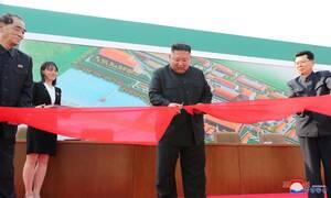 Βόρεια Κορέα: Οι πρώτες φωτογραφίες από την επανεμφάνιση του Κιμ Γιογνκ Ουν
