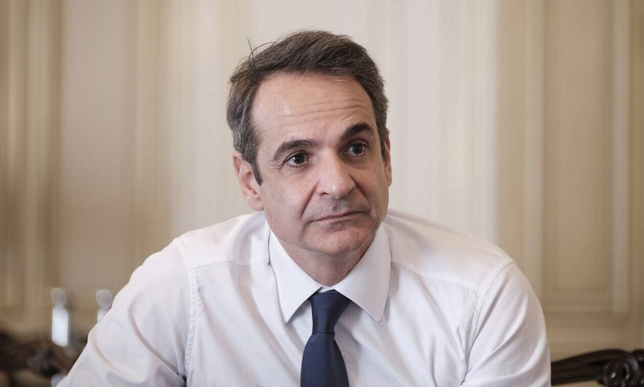 PM Mitsotakis: We keep safety distance, use face masks and clean our hands