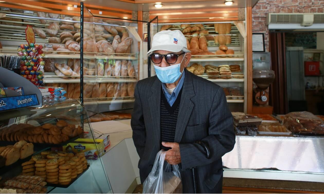 Κορονοϊός - Αλαλούμ με τις μάσκες: Πού πρέπει να τις χρησιμοποιούμε - Τι είπε ο Παπαθανάσης