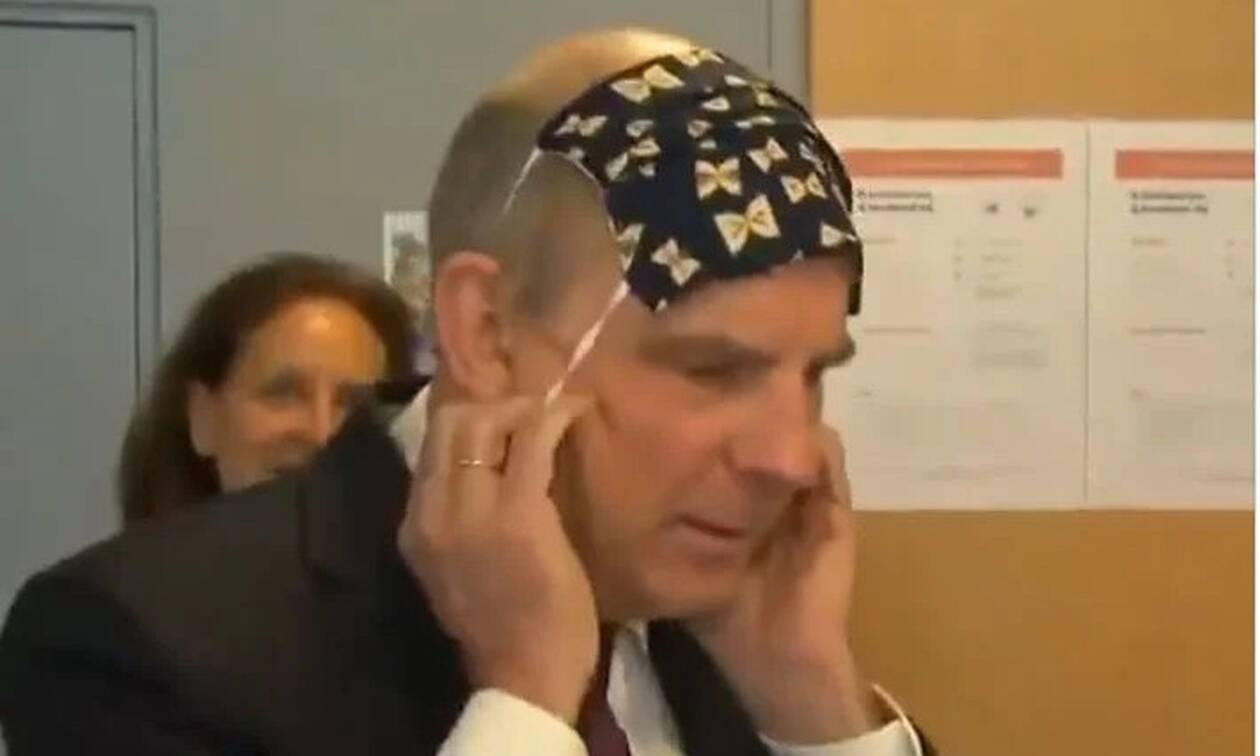 Κορονοϊός - Ξεκαρδιστικό: Ο αντιπρόεδρος του Βελγίου δεν μπορεί να φορέσει την προστατευτική μάσκα