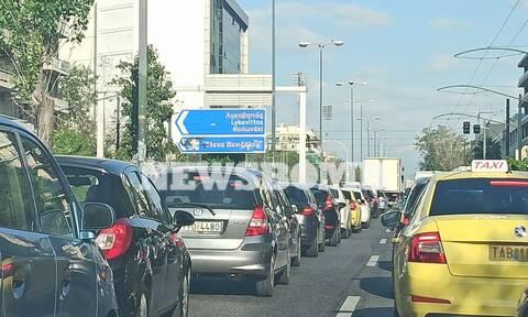 Ρεπορτάζ Newsbomb.gr: Βγήκαν στους δρόμους οι Αθηναίοι - Αυξημένη κίνηση στις κεντρικές λεωφόρους