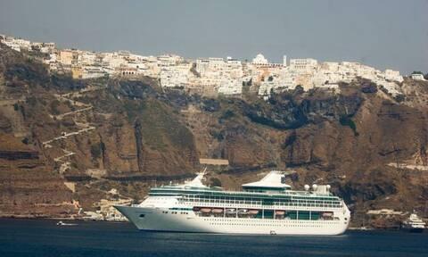 Σαντορίνη: Πρόσκρουση πλοίου με 17 επιβάτες στο λιμάνι