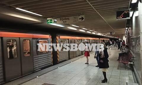 Ρεπορτάζ Newsbomb.gr: Λίγος κόσμος στο Μετρό - Δείτε τι συμβαίνει σε Σύνταγμα και Ομόνοια