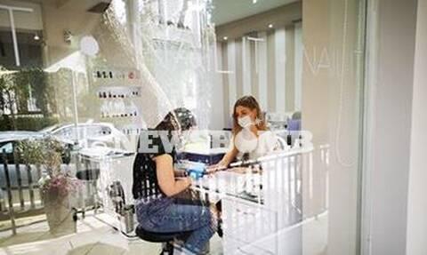 Ρεπορτάζ Newsbomb.gr: Αγνώριστα τα κέντρα αισθητικής - Μάσκες, γάντια και πλέξι γκλας