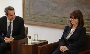 ΤΩΡΑ: Συνάντηση Μητσοτάκη - Σακελλαροπούλου στο Προεδρικό Μέγαρο