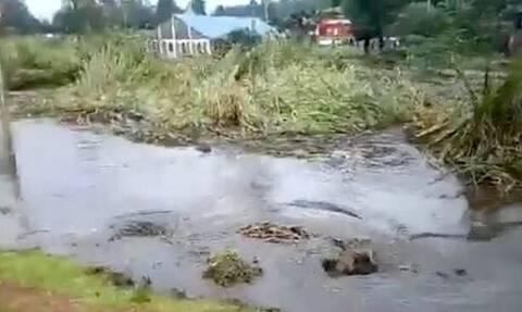 Απίστευτο video: Ποτάμι στέρεψε όταν το κατάπιε... τρύπα!
