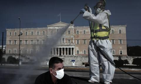 Κορονοϊός: Συγκέντρωση διαμαρτυρίας στο Σύνταγμα χωρίς μέτρα ασφαλείας-Οι εικόνες προκαλούν ανησυχία