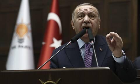 Κορονοϊός και τουρκική λίρα «σπρώχνουν» τον Ερντογάν στο Αιγαίο