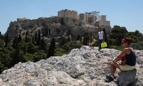 Θεοχάρης: Οι πέντε άξονες για την επανεκκίνηση του ελληνικού τουρισμού