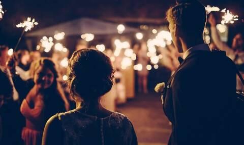 Κορονοϊός - Οι γάμοι στην εποχή της πανδημίας: Γλέντι με... μεζούρα στα τραπέζια και live streaming