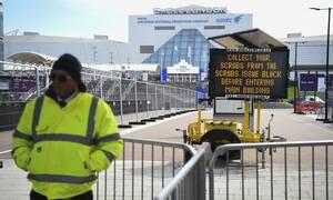 Κορονοϊός Βρετανία: Δεν αποκλείεται η χαλάρωση του μέτρου για τις συναντήσεις σε εξωτερικούς χώρους