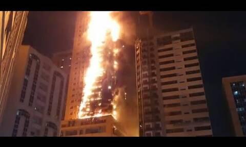 Συναγερμός στα Ηνωμένα Αραβικά Εμιράτα: Tεράστια φωτιά σε ουρανοξύστη 48 ορόφων (vids+pics)