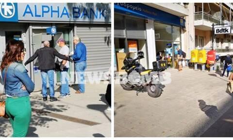 Κορονοϊός - Άρση μέτρων: Ουρές και αναμονές έξω από τράπεζες και ταχυδρομεία (pics)