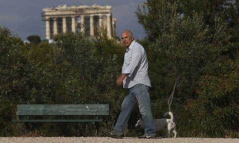 Guardian: Πώς η Ελλάδα κατάφερε να αντισταθεί στον κορονοϊό - Βίντεο από το  Σωτηρία