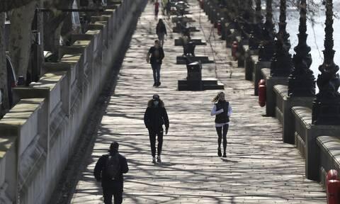 Κορονοϊός - Βρετανία: Πάνω από 30.000 οι νεκροί - 649 θάνατοι σε ένα 24ωρο