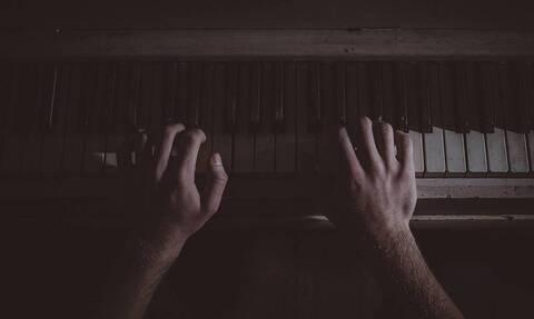 Θλίψη: Πέθανε πασίγνωστος μουσικός (pics)